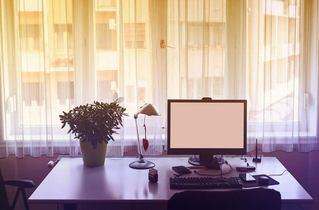 Trabalhadores de escritório e estações de trabalho - cadeira de escritorio